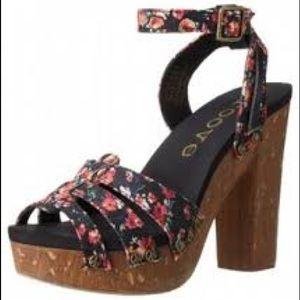 Groove Platform Sandal Size10